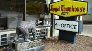 royal-town-house-motel